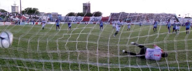 Nacional de Patos 3 x 1 Atlético de Cajazeiras, no Estádio José Cavalcanti (7ª rodada do Campeonato Paraibano 2013) (Foto: Damião Lucena / Globoesporte.com/pb)