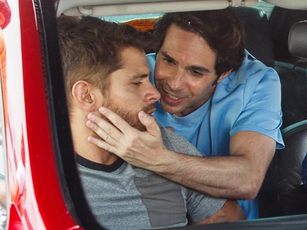 Pepito dá em cima de César na cara dura (Foto: Artur Meninea/Gshow)
