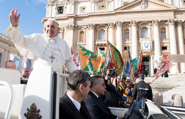 Papa Francisco diante de 30 mil fiéis na Praça de São Pedro c15ef4d2202a3