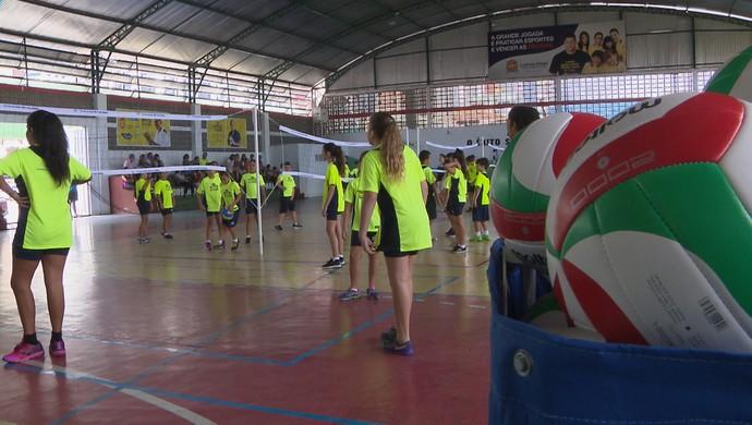 Inauguração da Escolinha de Vôlei do Bernardinho em João Pessoa (Foto: Reprodução / TV Cabo Branco)