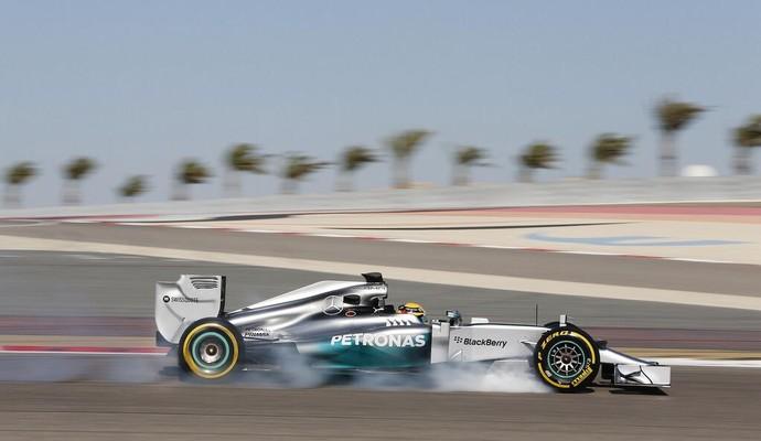 Lewis Hamilton foi o mais rápido do domingo, mas não conseguiu superar melhor volta de Felipe Massa (Foto: Divulgação )