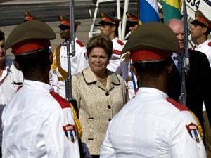 Presidente Dilma Rousseff chega em Cuba neste domingo (26) para visita oficial (Foto: AFP PHOTO/YAMIL LAGE)