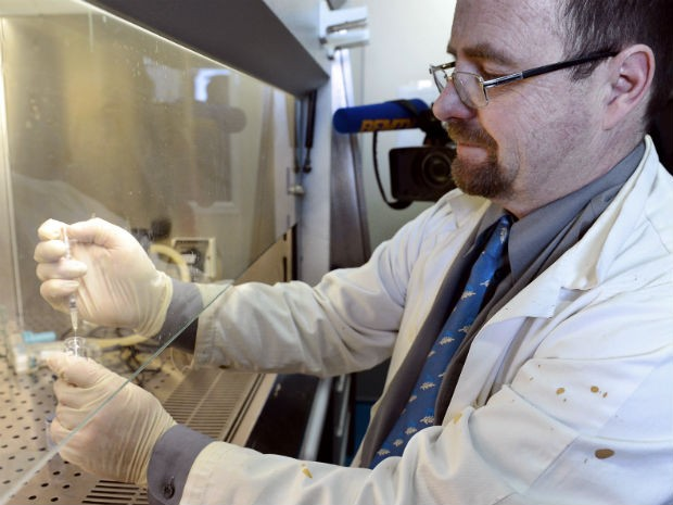 Vacina contra AIDS será testada na França (Foto: Anne-Christine Poujoulart/AFP)