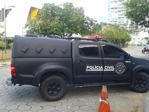 Detidos são levados para a sede do Nuroc em Vitória. (Foto: Eliana Gorritti/ Do G1 ES)