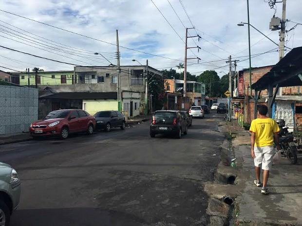 Crime ocorreu por volta de meia-noite na Rua Severiano Nunes (Foto: Diego Toledano/G1 AM)