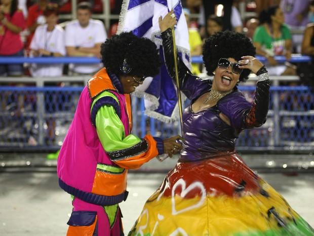 A Portela ousou com o terceiro casal de mestre-sala e porta-bandeira, Diogo Fran e Roselaine (Foto: Rodrigo Gorosito/G1)