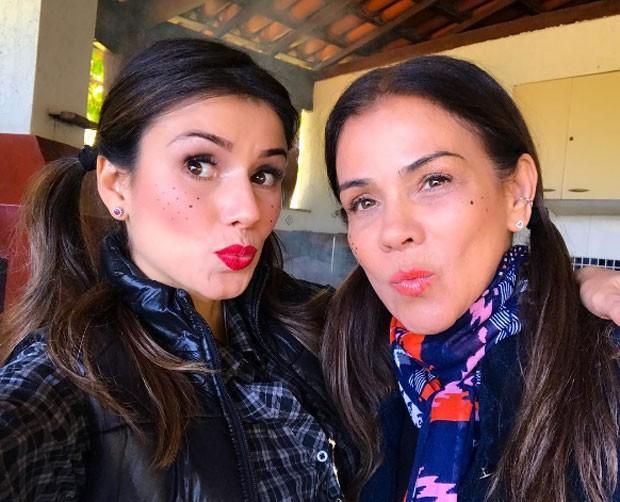 Paula Fernandes e a mãe, Dulce (Foto: Reprodução)