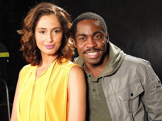 Camila Pitanga e Lázaro Ramos vivem um casal apaixonado na novela (Foto: Lado a Lado / TV Globo)