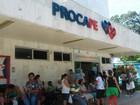 Servidores do Procape protestam em frente ao hospital, no centro do Recife