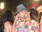 Gaby Amarantos beija muito em camarote na Sapucaí, no Rio
