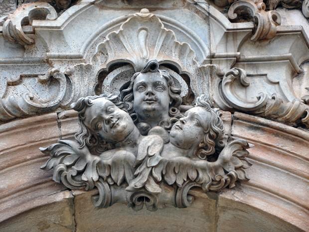 Anjos no frontispício da Igreja de São Francisco de Assis, em Ouro Preto, esculpidos por Aleijadinho (Foto: Pedro Ângelo/G1)