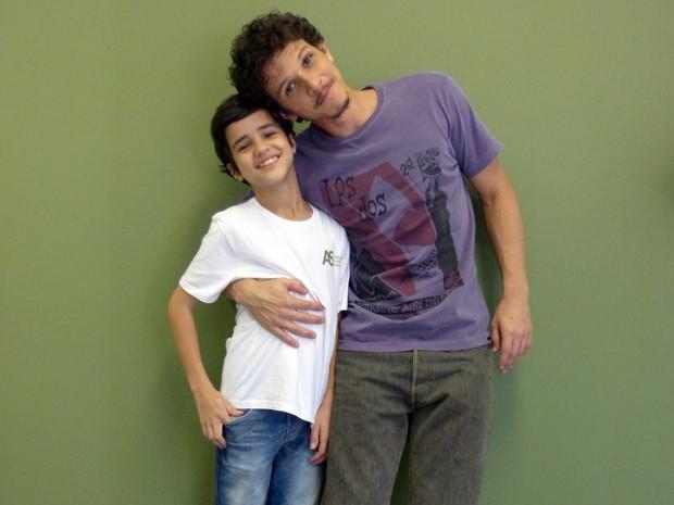 """""""A gente se diverte. Fora do set, Adriano é o máximo!"""", declara Rafael Losso (Foto: Império/TV Globo)"""