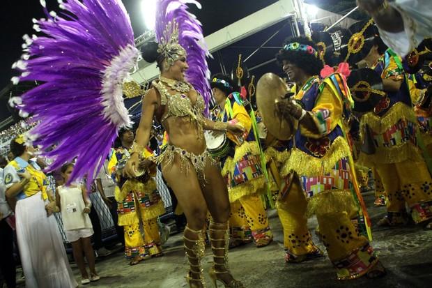 Scheila Carvalho no Rio (Foto: Graça Paes/Foto Rio News)