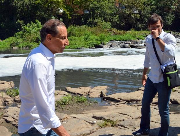Candidato falou do odor do Rio Piracicaba e criticou gestão do Cantareira em Piracicaba (Foto: Fernanda Zanetti/G1)
