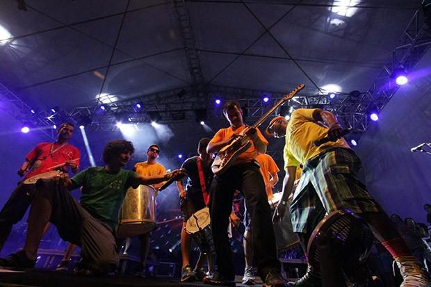 Monobloco vem ao Carnaval natalense pelo segundo ano seguido e leva sua contagiante mistura de ritmos para os polos da Redinha e de Ponta Negra  (Foto: Alex Régis)
