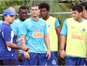 Marcelo Oliveira comanda último treino antes do carnaval (Foto: Denilton Dias / Vipcomm)