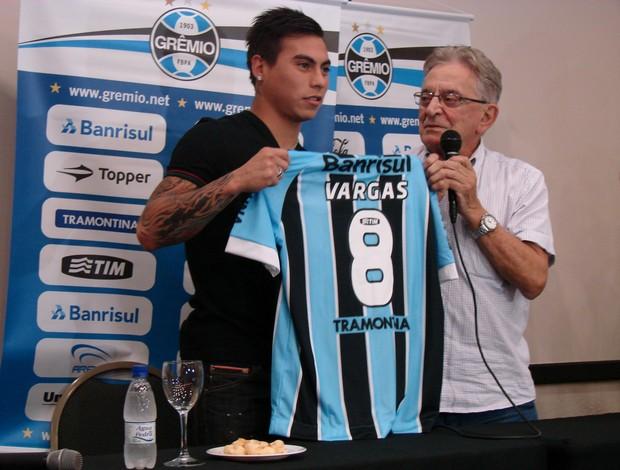Vargas apresentação Grêmio (Foto: Gabriel Cardoso/Globoesporte.com)