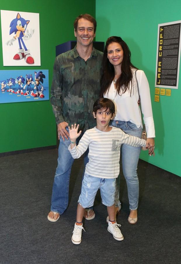 Marcello Antony com a mulher, Carolina, e o filho Lorenzo (Foto: Reginaldo Teixeira / CS Eventos)