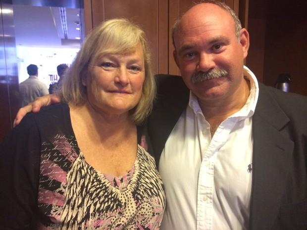 Debbie Rowie e Marc Schaffer, noivos, vieram ao Brasil para divulgar o cantor Ian Thomas, aposta belga contratada por eles (Foto: G1)
