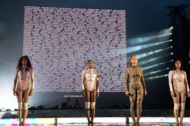 Beyoncé durante show de sua Formation World Tour nesta quinta-feira, 7, em Glasgow, na Escócia (Foto: Reprodução/beyonce.com)