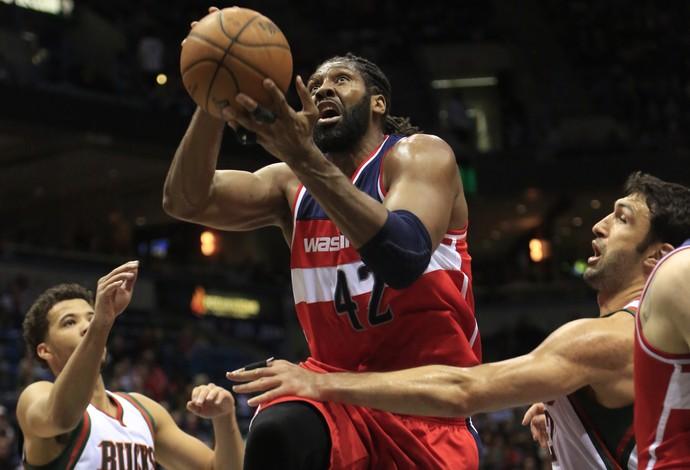 Nenê Wizards x Bucks (Foto: AP Photo/Darren Hauck)