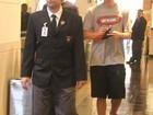 David Luiz é assediado em shopping e é acompanhado por seguranças