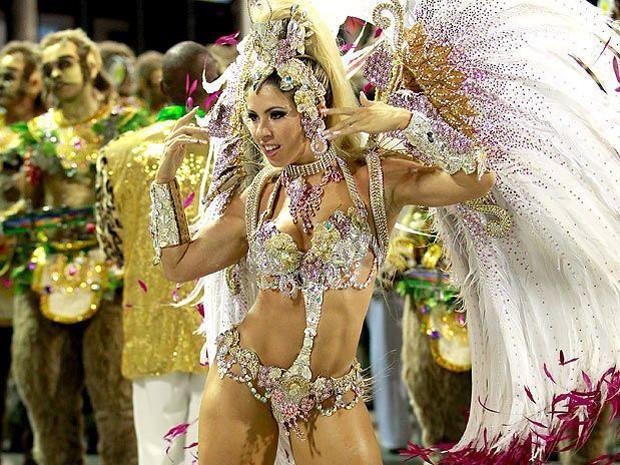 Andrea de Andrade no carnaval (Foto: Getty Images)