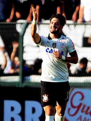 Alexandre Pato corinthians gol Flamengo (Foto: Marcos Ribolli / Globoesporte.com)