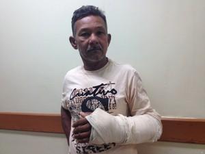 Jacó Maciel, de 60 anos, aguarda opereção há 25 dias no HE (Foto: Maiara Pires/G1)