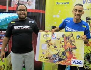 Victor Oliveira campeão do torneio de videogame  (Foto: Flávia Rodrigues / GLOBOESPORTE.COM)