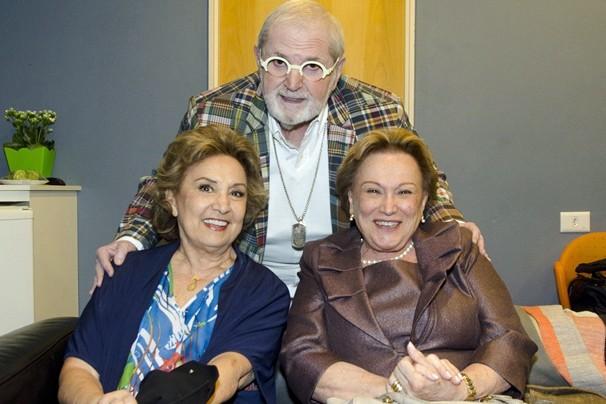 Jô Soares encontra Eva Wilma e Nicette Bruno nos bastidores da gravação da campanha de fim de ano (Foto: Bob Paulino/Rede Globo)