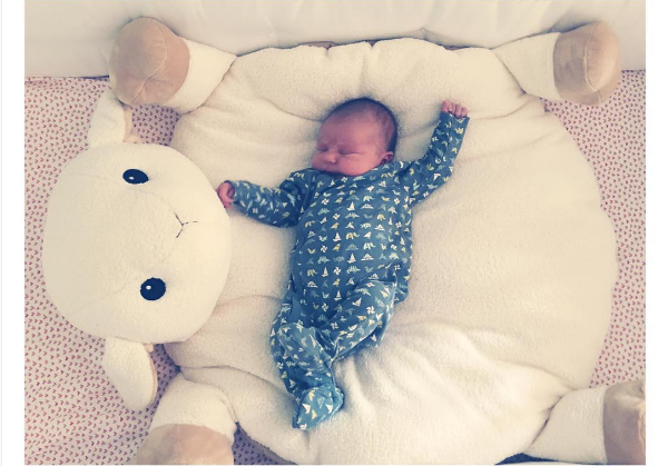 A filha recém-nascida da atriz Olivia Wilde (Foto: Instagram)