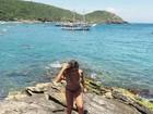 Danielle Favatto passeia de biquíni e recebe elogio: 'Você é linda'