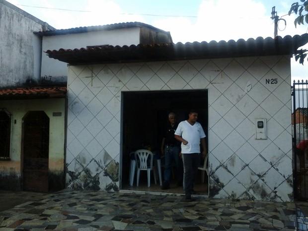 Homem é agredido até a morte após tentar roubar bar em São Luís (Foto: Alessandra Rodrigues)