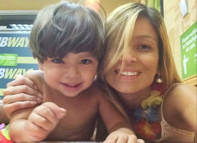 Sol Novas é editora de imagens do 'Revista' e mãe do fofo Arthur (Foto: Sol Novais/ Arquivo Pessoal)