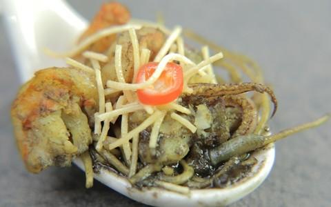 Fideuá negro: receita de variante da paella por Hugo Gutierrez no 'The Taste'