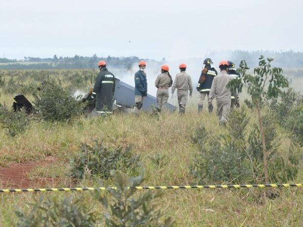 Avião da FAB caiu em área rural de Campo Grande MS (Foto: Wendy Tonhati/G1 MS)