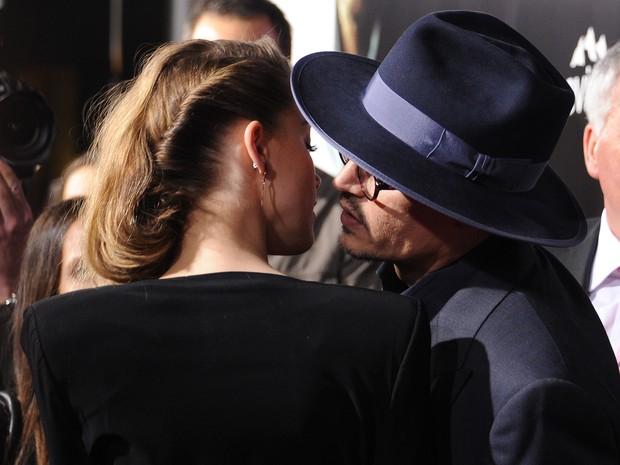 Johnny Depp e Amber Heard em pré-estreia de filme em Los Angeles, nos Estados Unidos (Foto: Robyn Beck/ AFP)