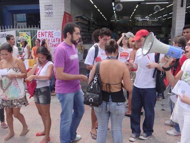 Manifestação reuniu professores e estudantes universitários. (Foto: Henrique Pereira/G1)