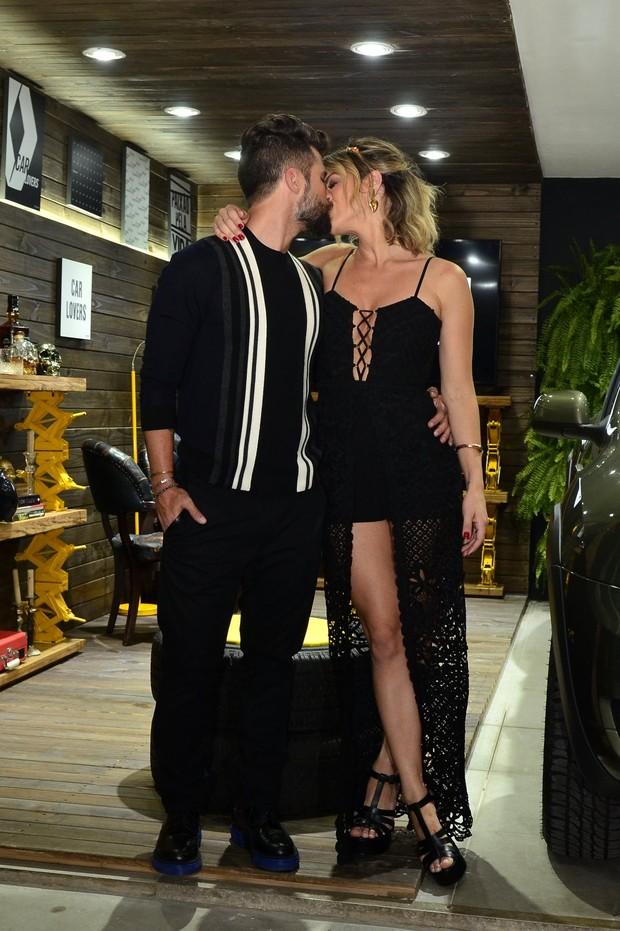 Bruno Gagliasso beija Giovanna Ewbank (Foto: Roberto Teixeira/EGO)