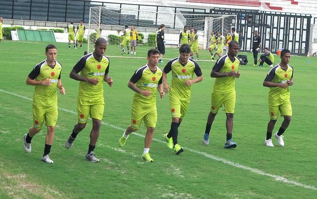 Tenório e jogadores no treino do Vasco (Foto: Gustavo Rotstein)