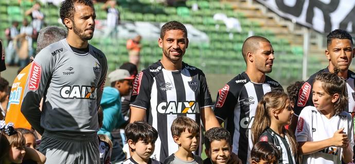 Giovanni; Gabriel; Atlético-MG (Foto: Bruno Cantini/CAM)