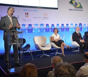 Aloizio Mercadante fala sobre novo programa do MEC para incentivar interesse de jovens pelas áreas das exatas e biológicas (Foto: Elza Fiúza/ABr)