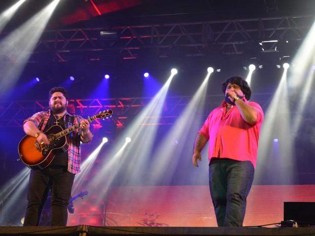 César Menotti e Fabiano subiram ao palco por volta de meia noite (Foto: Jonatas Boni/ G1)