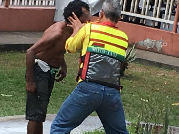 morador de rua, mototaxista, banho, gesto, foto, Macapá, Amapá (Foto: Ronaldo Dantas / Arquivo pessoal)