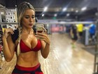Ex-BBB Leticia volta a exibir boa forma em selfie em academia