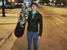 Família de jovem morto em pista de snowboard embarca para o Canadá