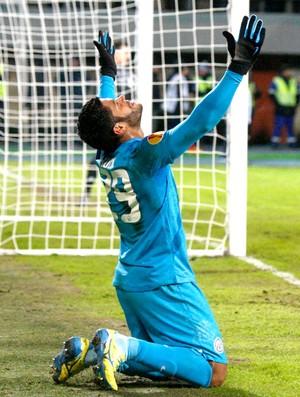 Hulk comemora gol do Zenit contra o Liverpool (Foto: Reuters)