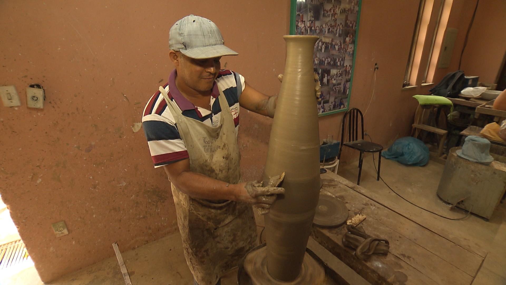 Moradores da cidade e regiões vizinhas foram preparados para serem artesãos (Foto: Divulgação)