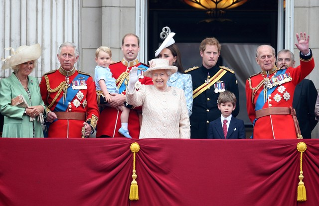Família real britânica posa na sacada do palácio de Buckingham (Foto: Getty Images)